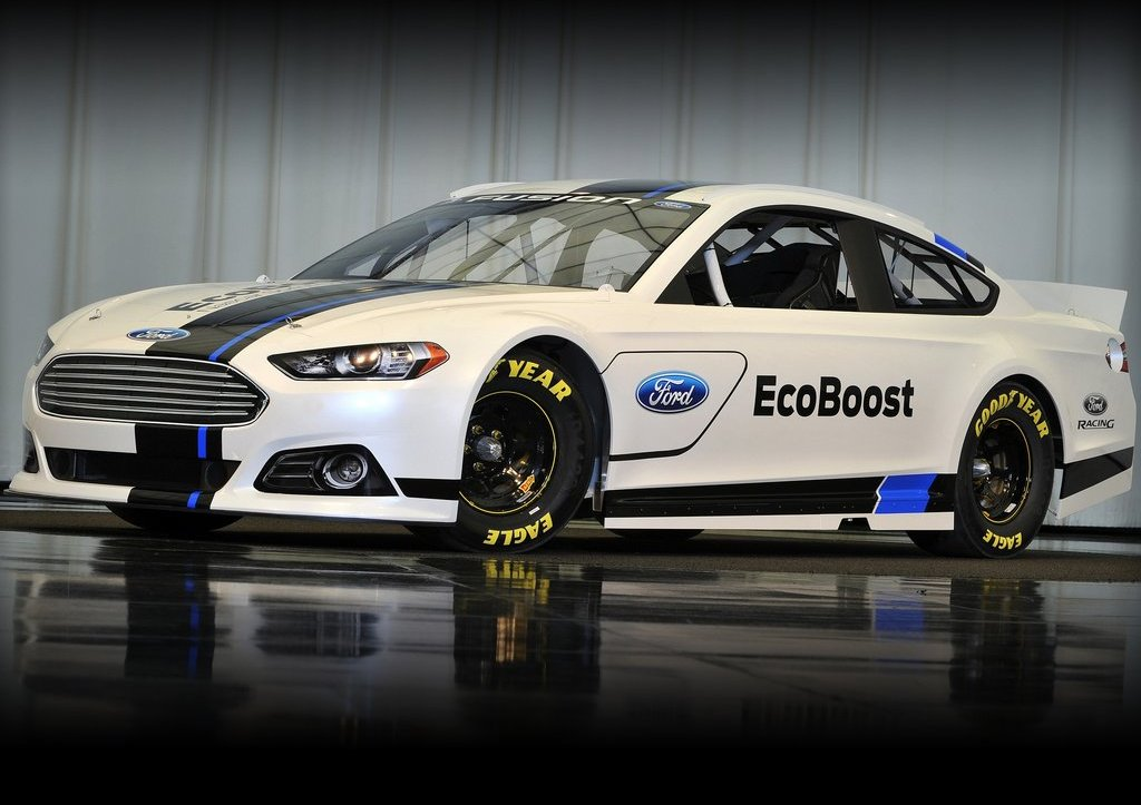 Featured Image of 2013 Ford Fusion NASCAR Sprint Cup Car Review