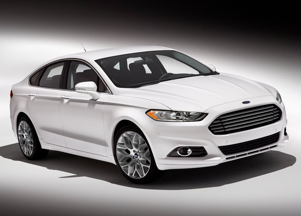 2013 Ford Fusion Front Angle (Photo 4 of 10)