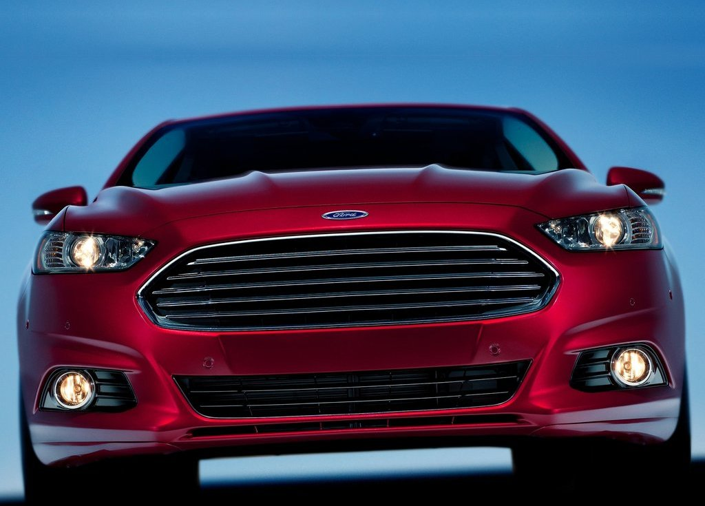 2013 Ford Fusion Front View (Photo 5 of 10)