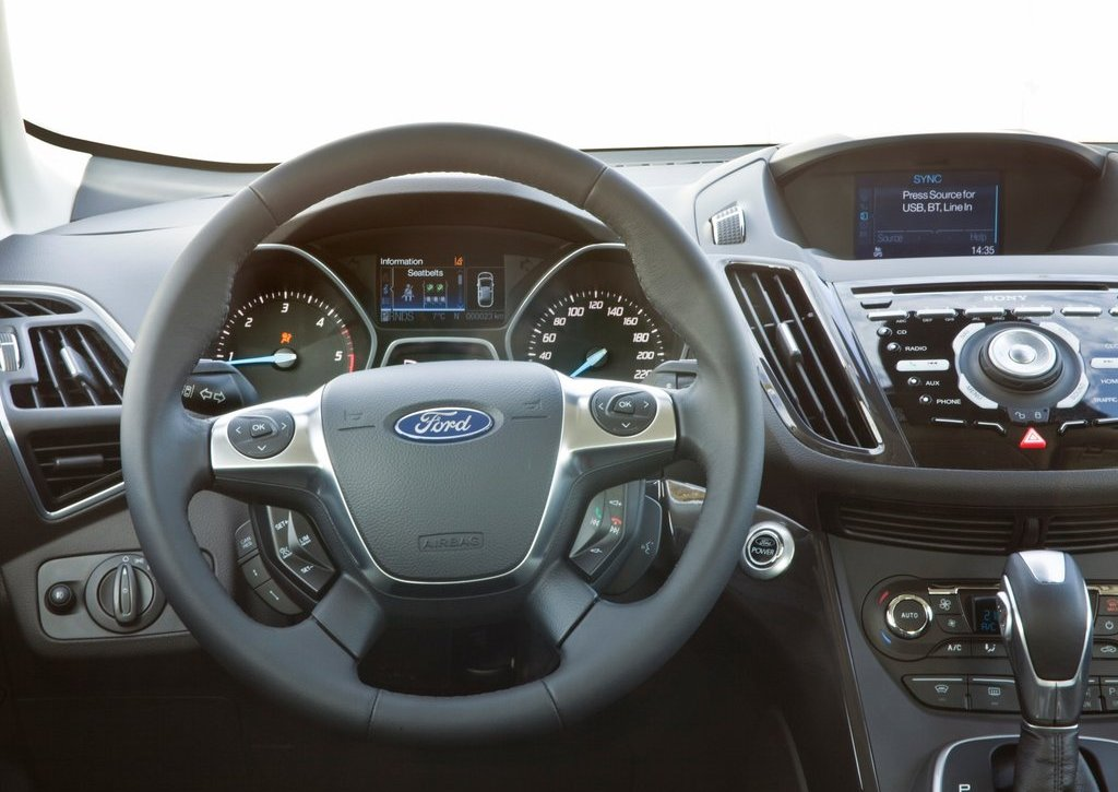 2013 Ford Kuga Interior (Photo 4 of 13)