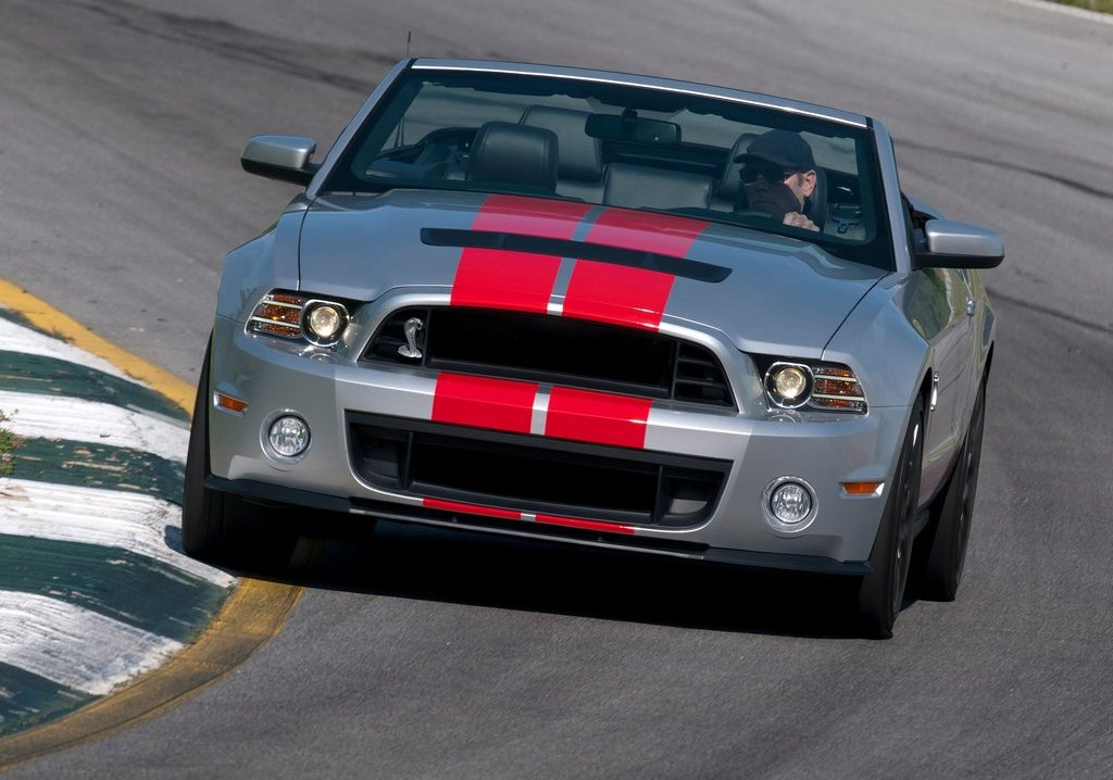 2013 Ford Mustang Shelby GT500 Convertible Front (Photo 2 of 6)