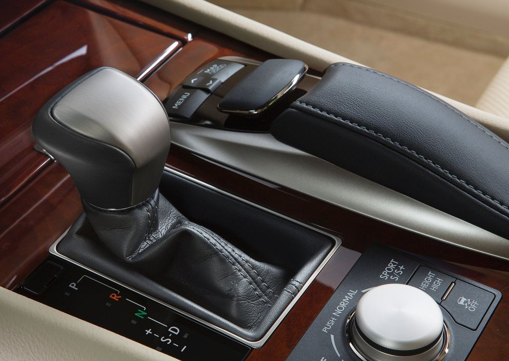 2013 Lexus LS 460 Interior  (Photo 9 of 14)