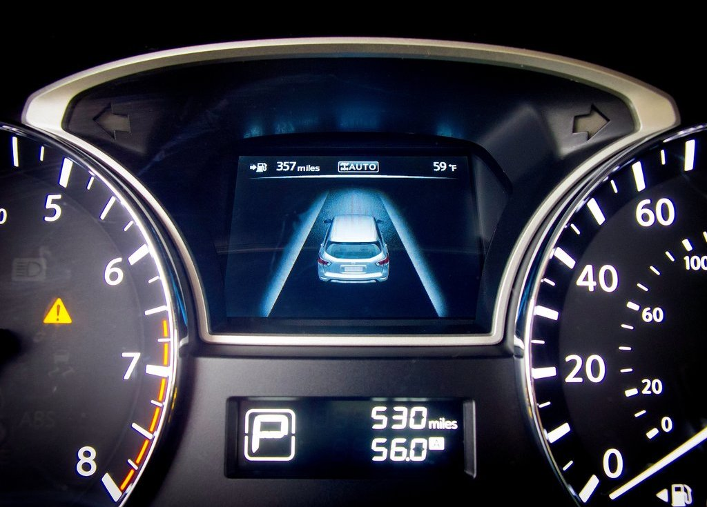 2013 Nissan Pathfinder Feature (Photo 4 of 14)