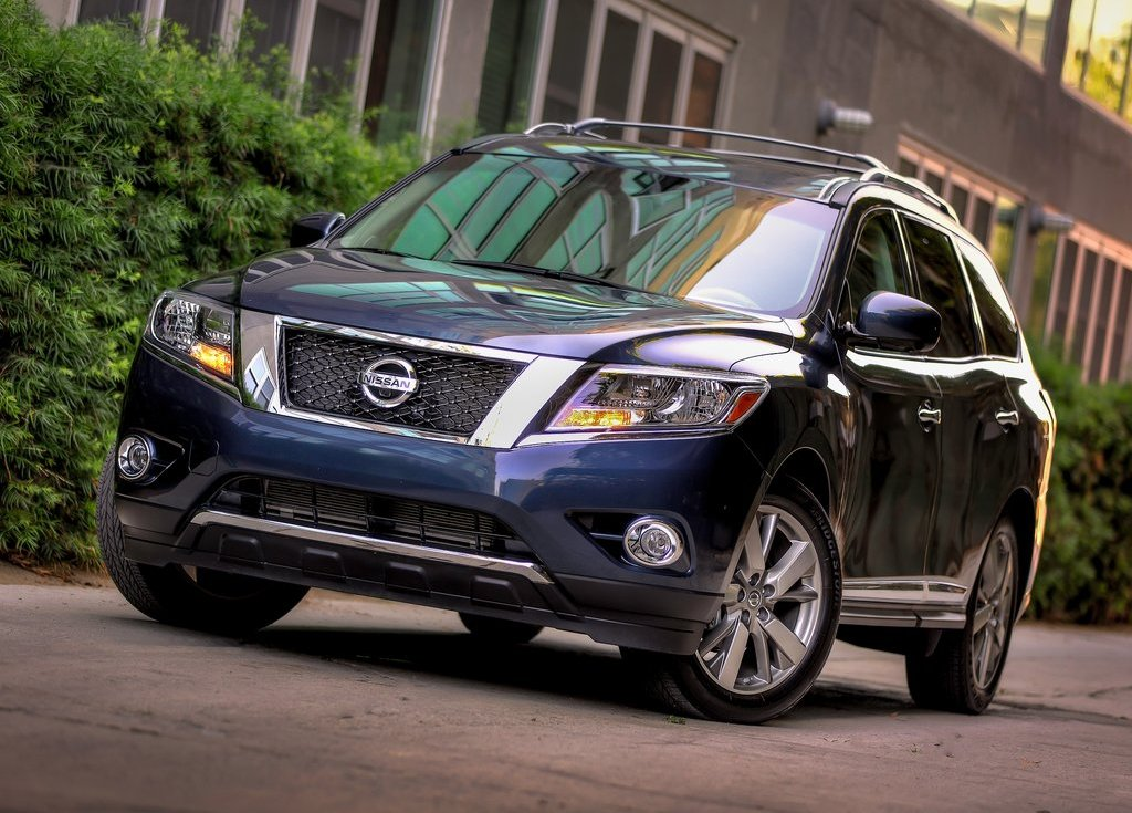 2013 Nissan Pathfinder Front View (Photo 8 of 14)