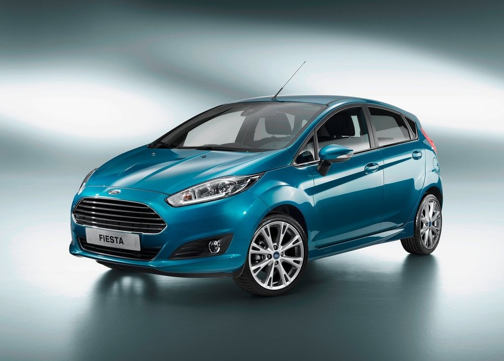 2013 Ford Fiesta Front Angle (Photo 3 of 8)