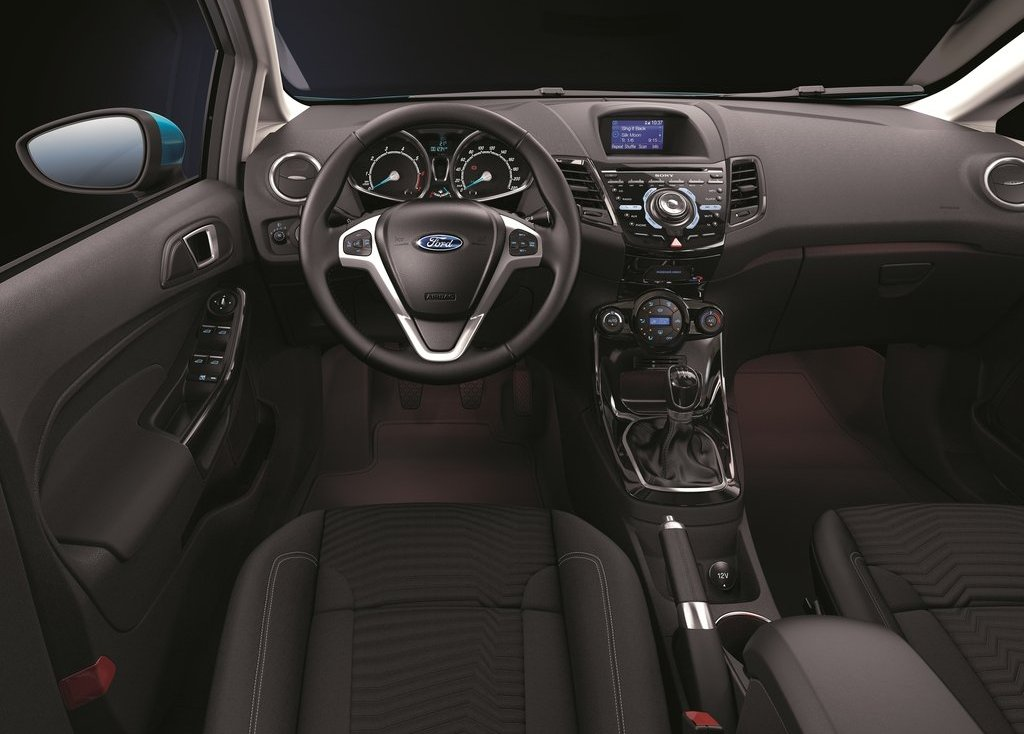 2013 Ford Fiesta Interior (Photo 5 of 8)