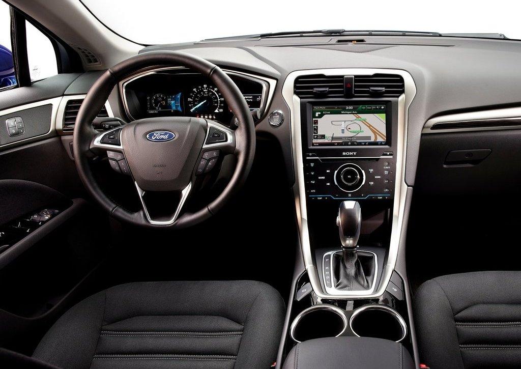 2013 Ford Fusion Hybrid Interior (Photo 4 of 8)