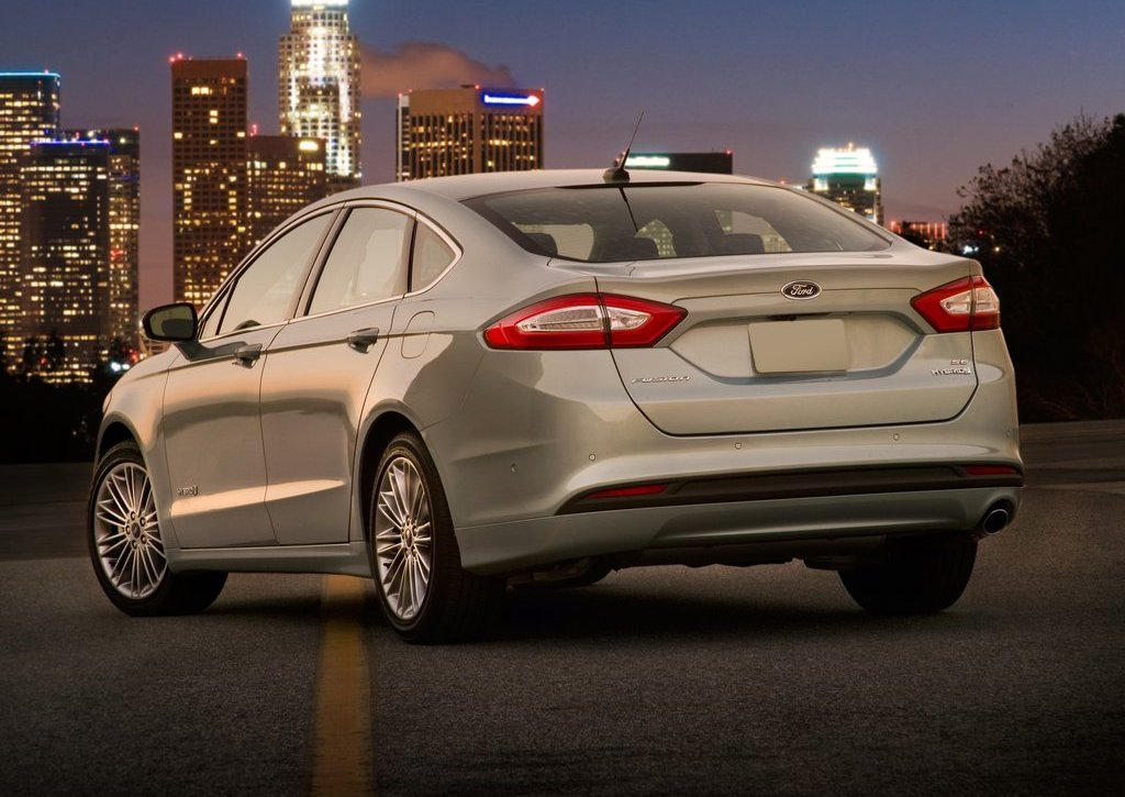 2013 Ford Fusion Hybrid Rear (Photo 5 of 8)