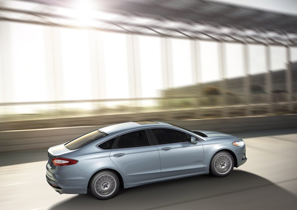 2013 Ford Fusion Hybrid Side (Photo 7 of 8)