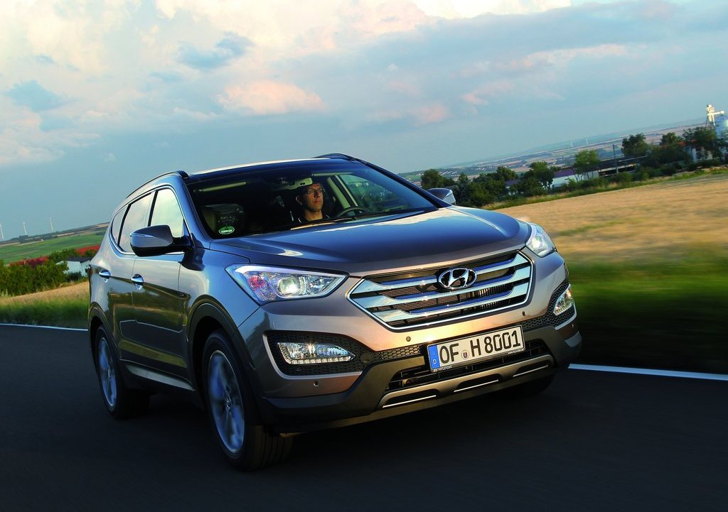 2013 Hyundai Santa Fe EU Version Front Angle (Photo 4 of 10)