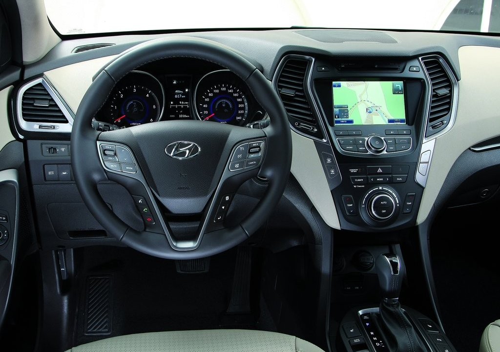 2013 Hyundai Santa Fe EU Version Interior (View 4 of 10)