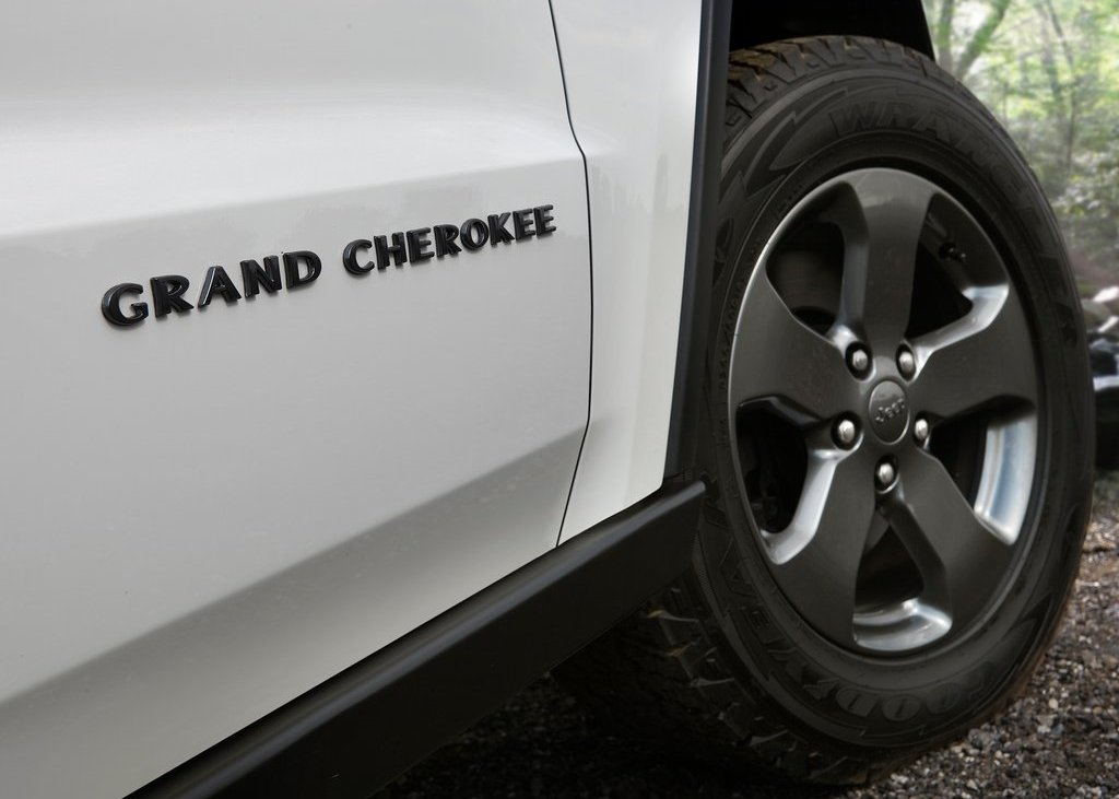 2013 Jeep Grand Cherokee Trailhawk Emblem (Photo 3 of 7)