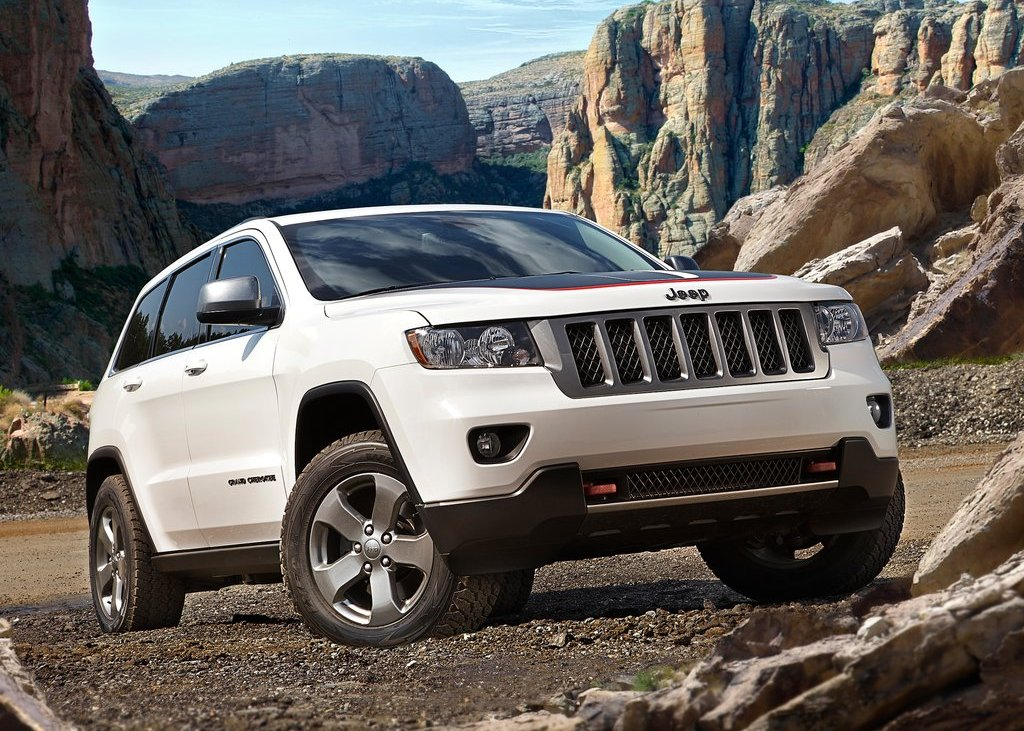 2013 Jeep Grand Cherokee Trailhawk Front Angle (Photo 4 of 7)