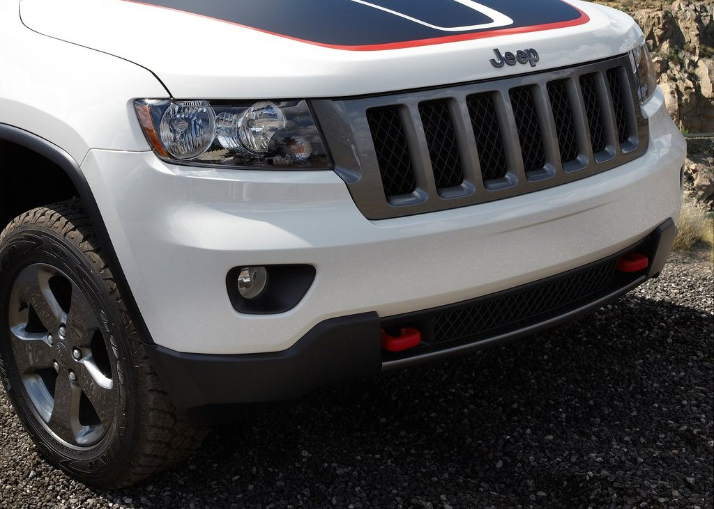 2013 Jeep Grand Cherokee Trailhawk Grill (Photo 5 of 7)