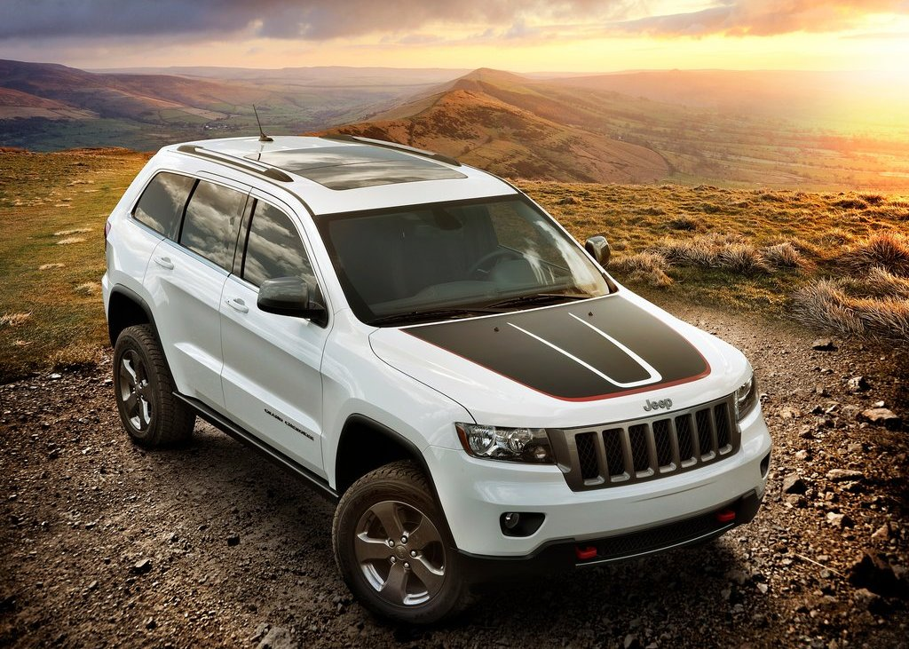Featured Image of 2013 Jeep Grand Cherokee Trailhawk Review