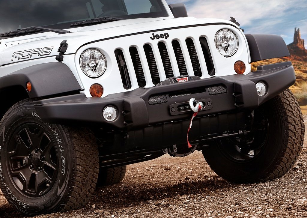 2013 Jeep Wrangler Unlimited Moab Front (Photo 3 of 7)