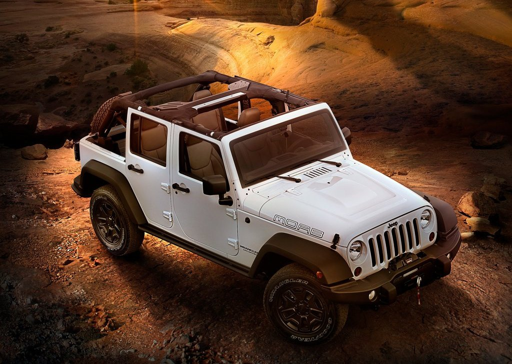 2013 Jeep Wrangler Unlimited Moab Top View (Photo 7 of 7)