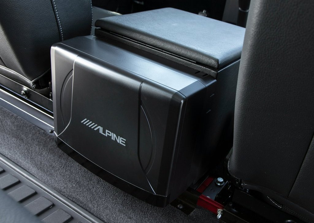 2013 Land Rover Defender Feature (Photo 2 of 7)