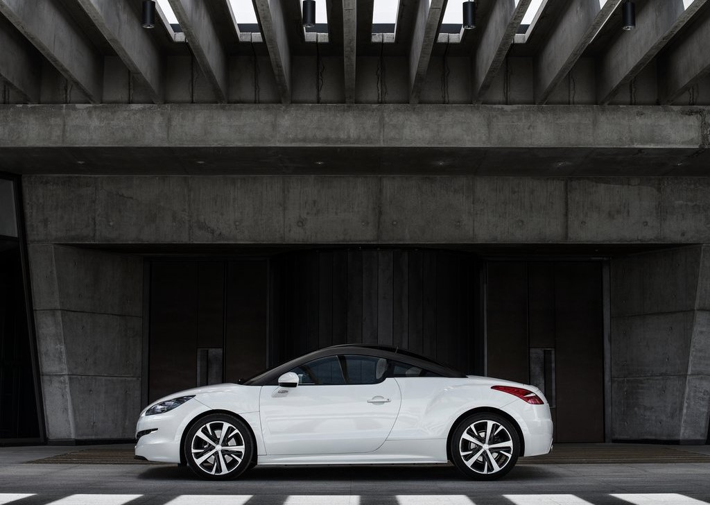 2013 Peugeot RCZ Coupe Side (Photo 6 of 6)