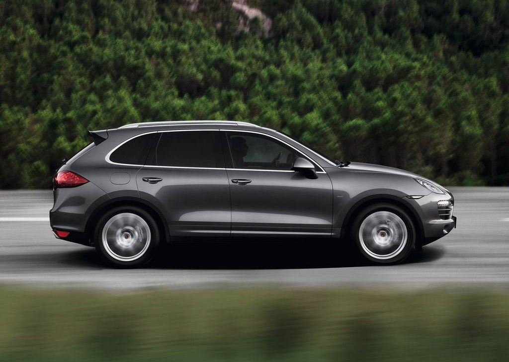 2013 Porsche Cayenne S Diesel Side (Photo 4 of 4)