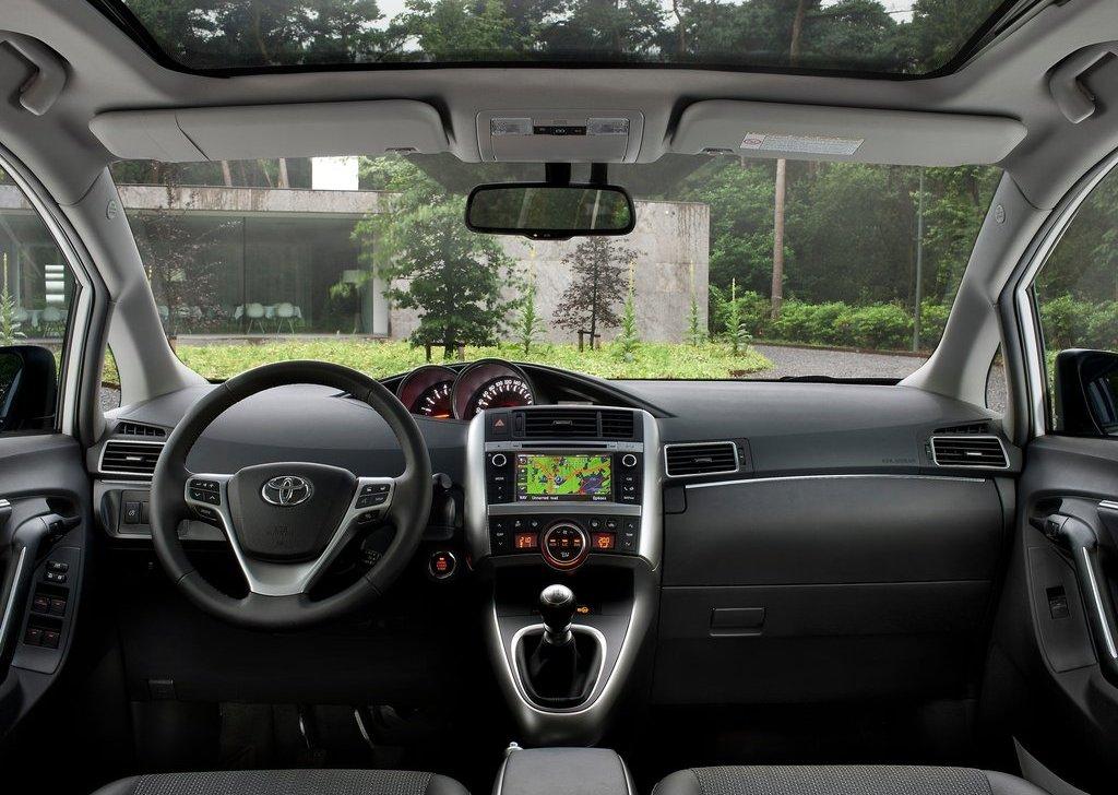 2013 Toyota Verso Interior (Photo 3 of 4)