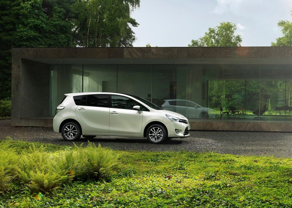 2013 Toyota Verso Side (View 3 of 4)
