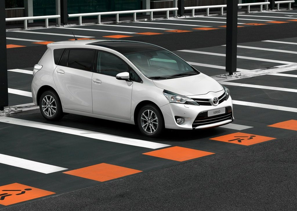 Featured Image of 2013 Toyota Verso At 2012 Paris Motor Show
