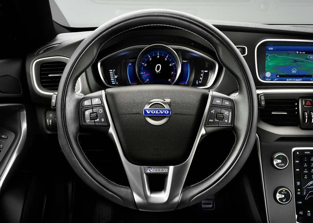 2013 Volvo V40 R Design Dashboard (View 1 of 6)