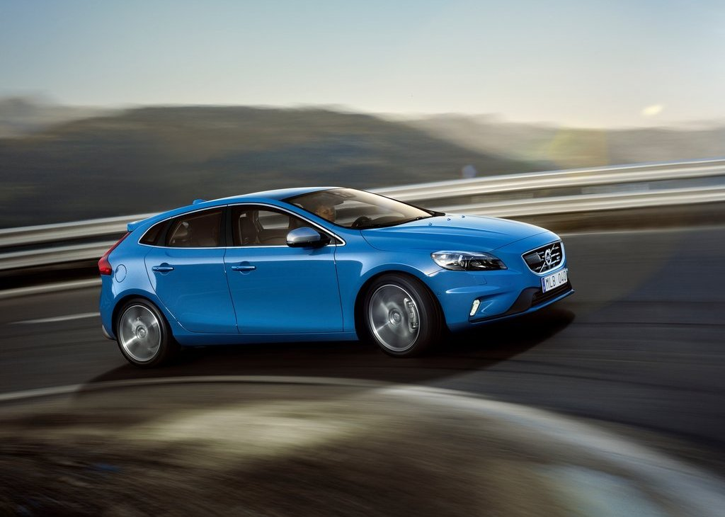 Featured Image of 2013 Volvo V40 R Design Review