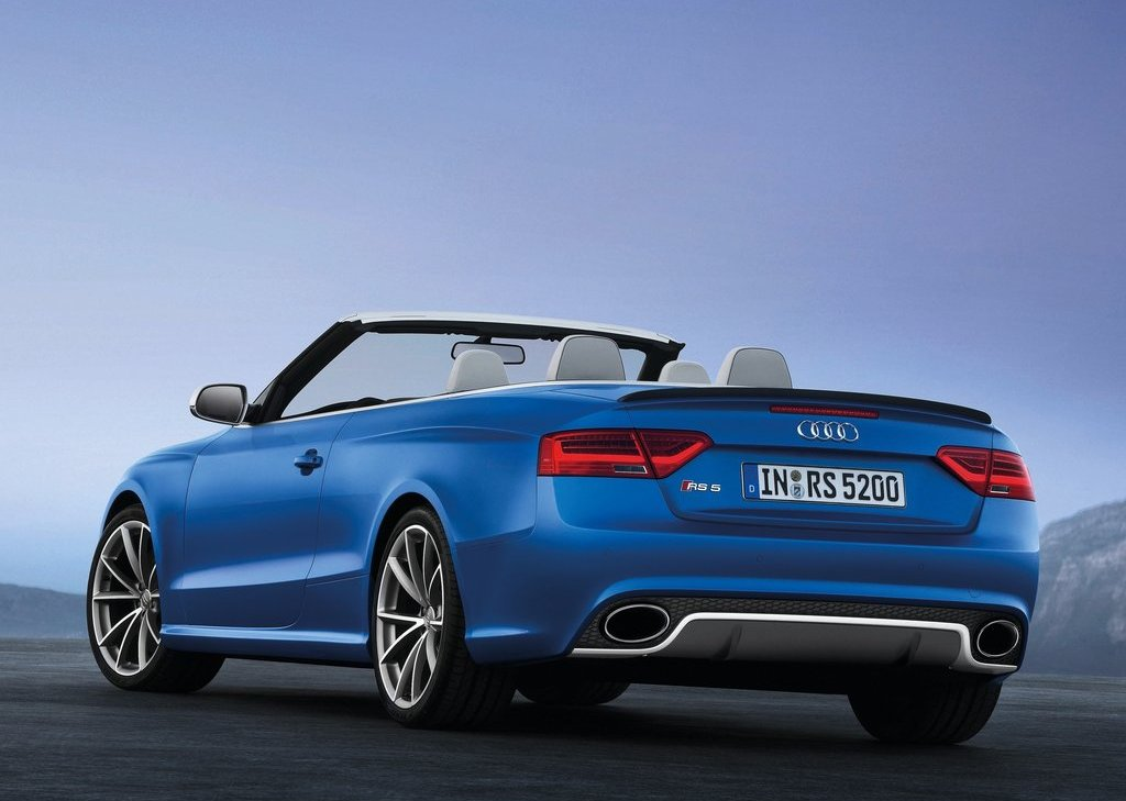 2014 Audi RS5 Cabriolet Rear Angle (Photo 7 of 9)