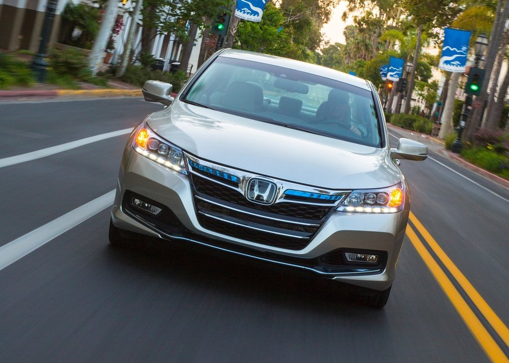 2014 Honda Accord PHEV Front (Photo 4 of 15)