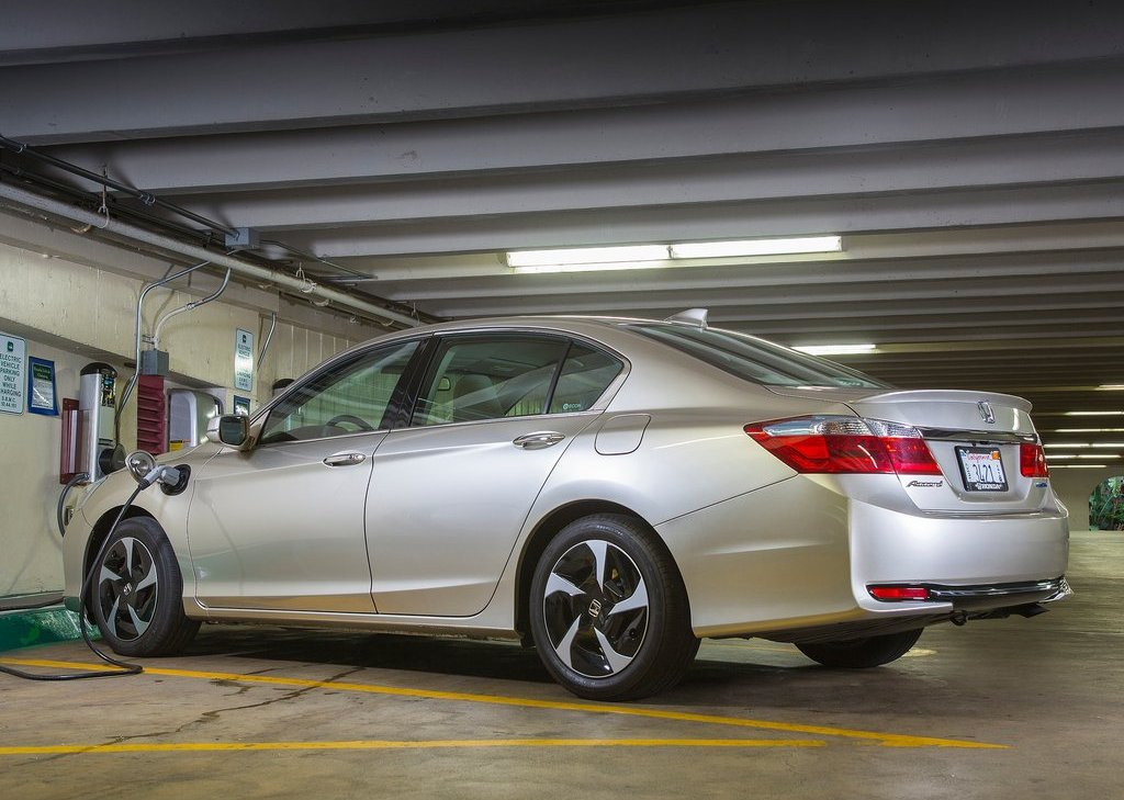 Featured Image of 2014 Honda Accord PHEV Hybrid Car