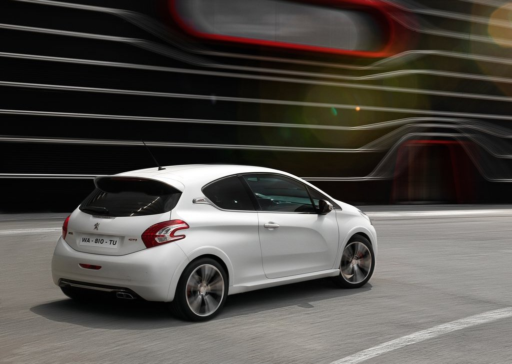 2014 Peugeot 208 GTi Rear Angle (Photo 9 of 13)