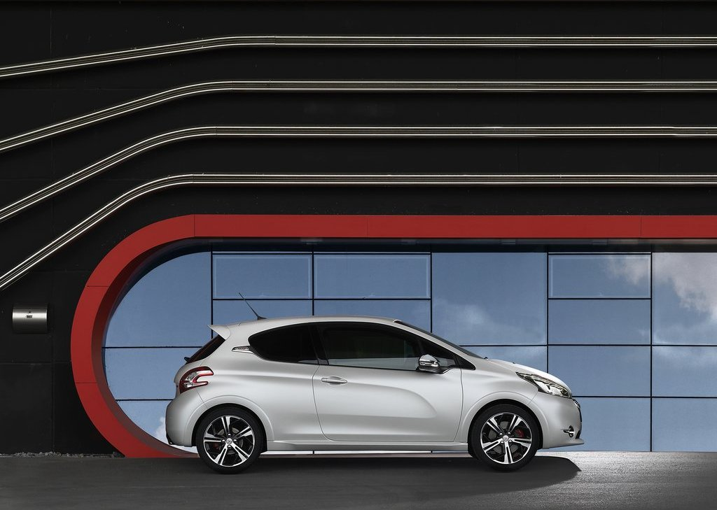 2014 Peugeot 208 GTi Side (View 11 of 13)