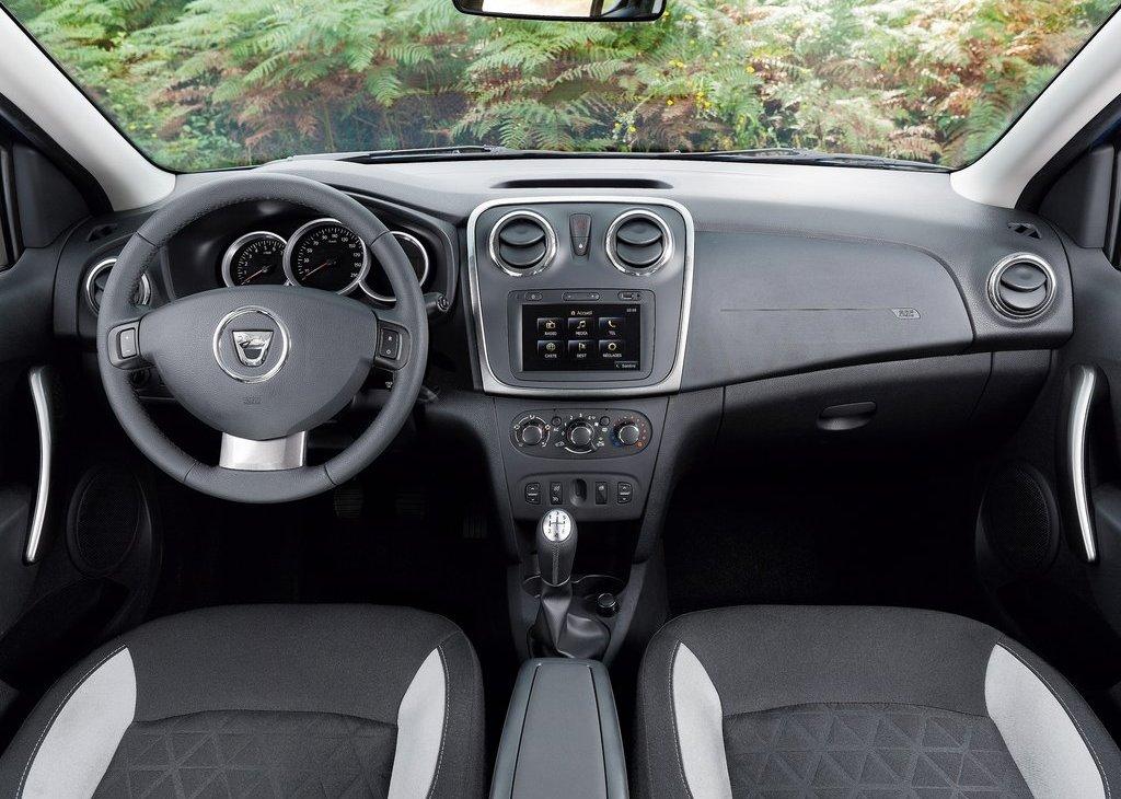 Dacia Sandero Stepway Interior (Photo 2 of 5)