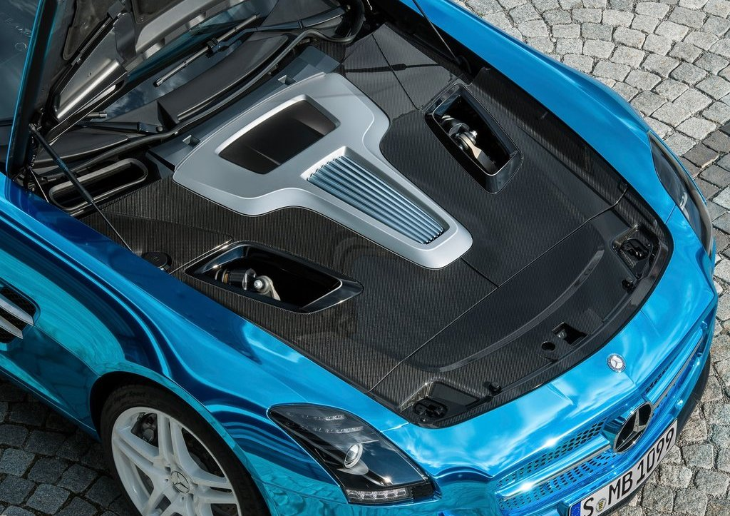 Mercedes SLS AMG Coupe Electric Drive Engine (Photo 3 of 8)