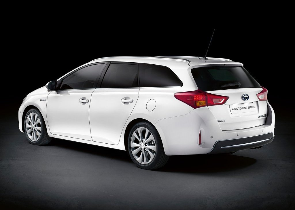 2013 Toyota Auris Touring Sports Rear (Photo 2 of 5)