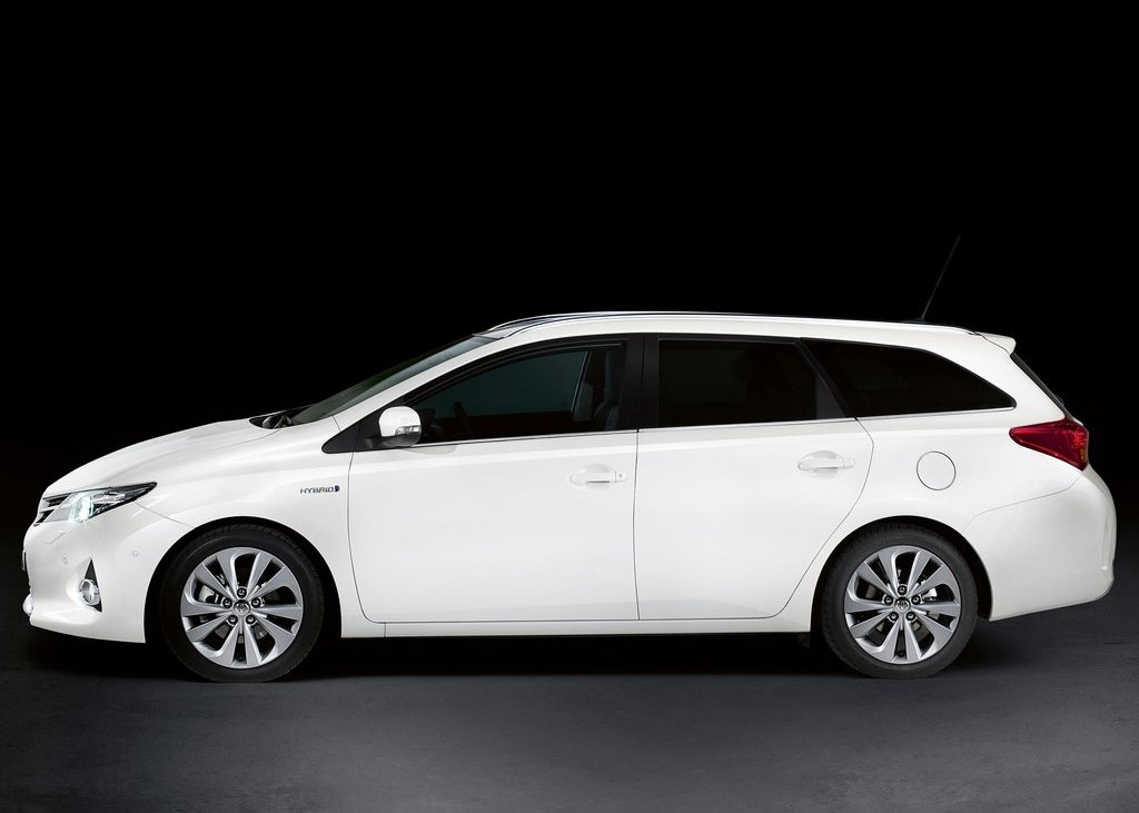2013 Toyota Auris Touring Sports Side (View 3 of 5)