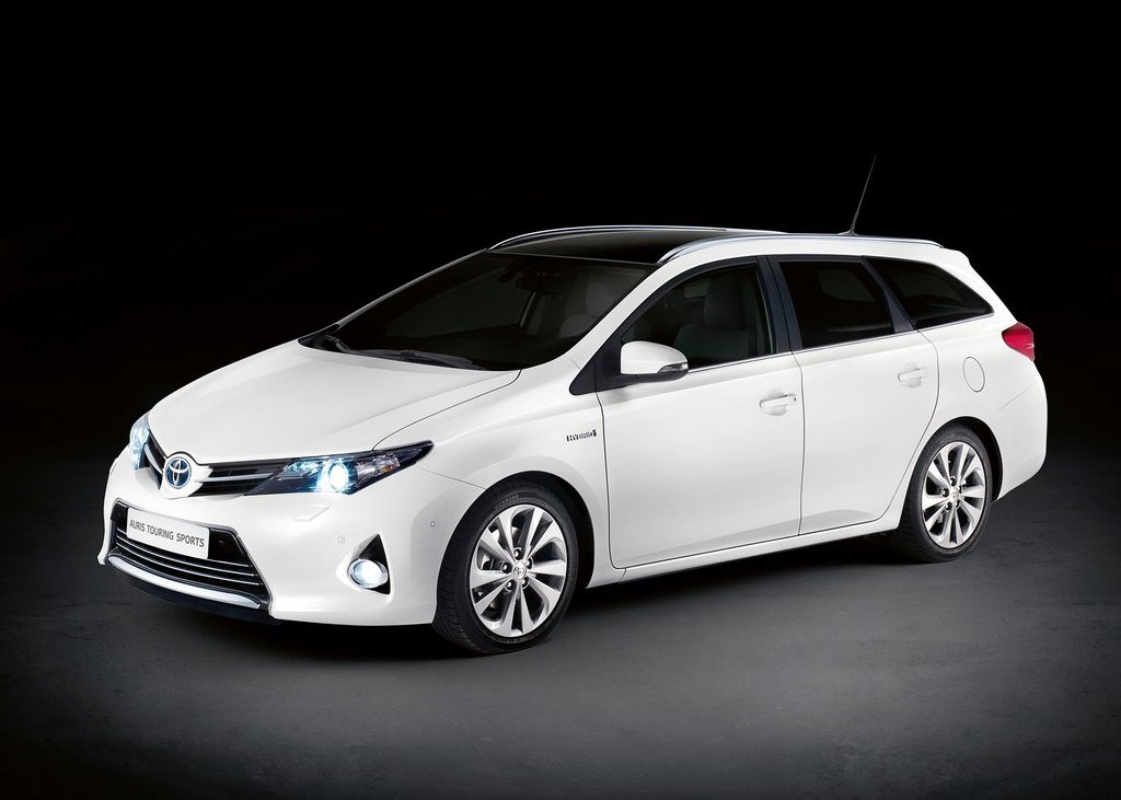 Featured Image of 2013 Toyota Auris Touring Sports At Paris