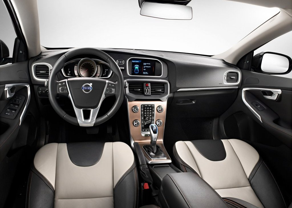 Volvo V40 Cross Country Interior (Photo 4 of 8)