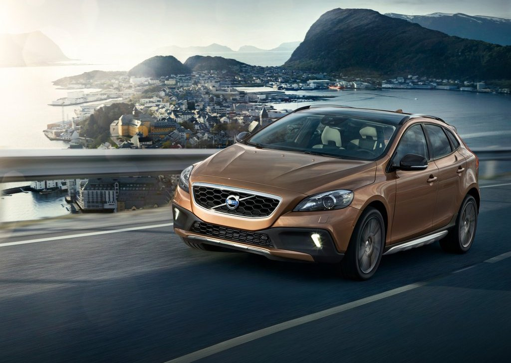 Volvo V40 Cross Country (Photo 1 of 8)