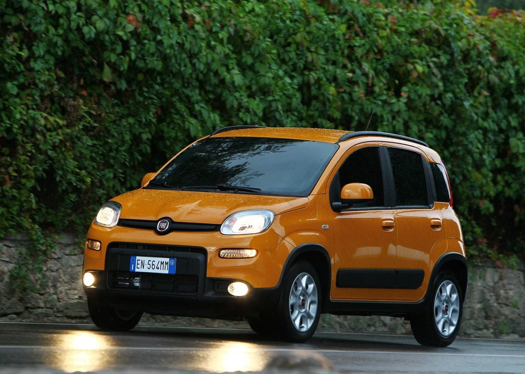 2013 Fiat Panda Trekking Front Angle (Photo 1 of 5)