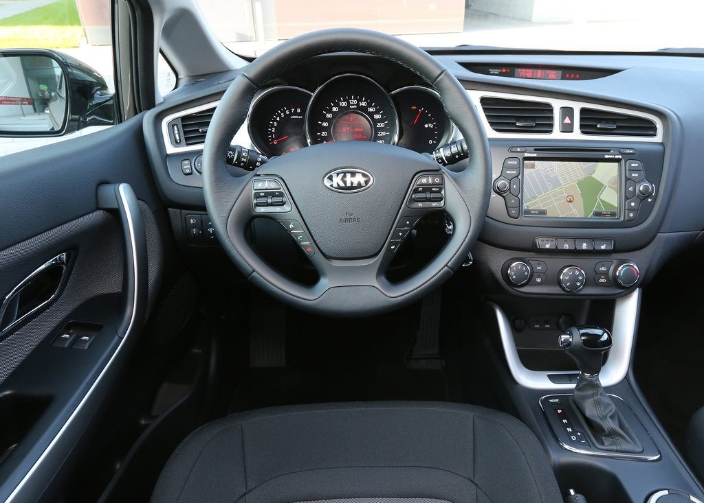 2013 Kia Ceed SW Interior (Photo 4 of 8)