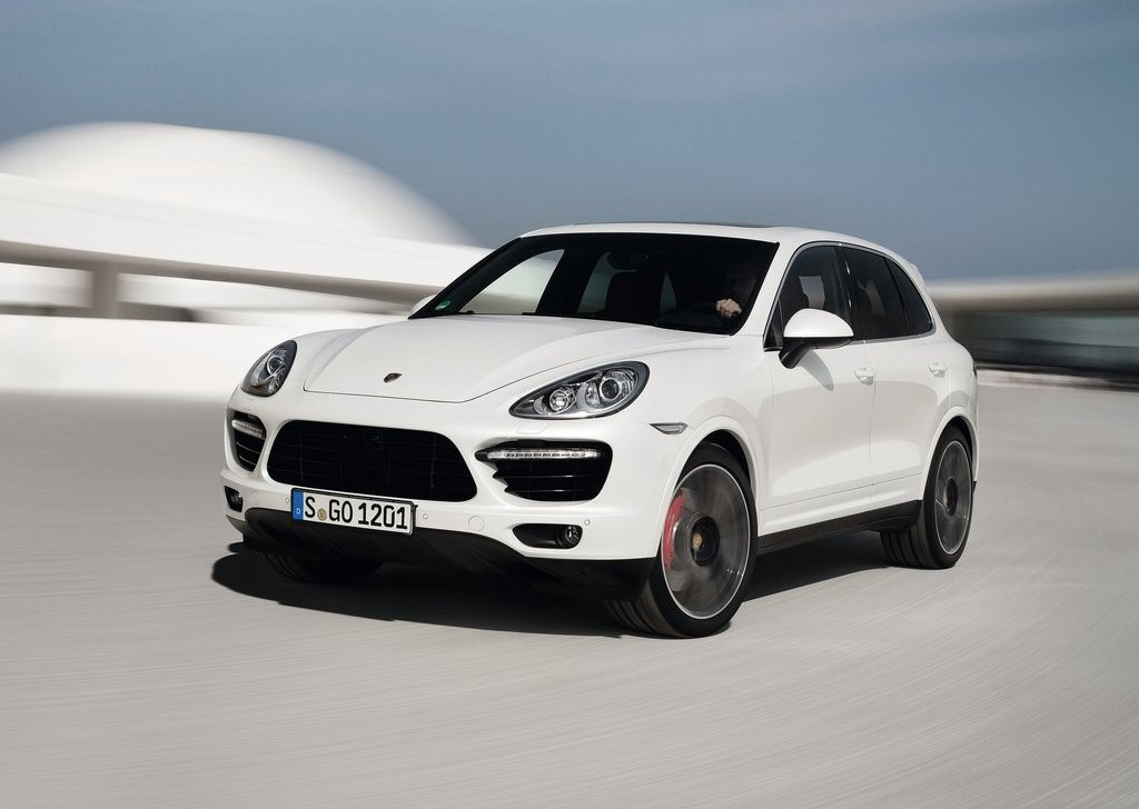 2013 Porsche Cayenne Turbo S Exterior (Photo 3 of 5)
