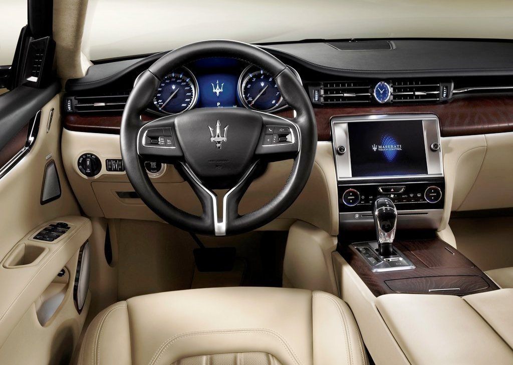 2013 Maserati Quattroporte Interior (Photo 4 of 6)