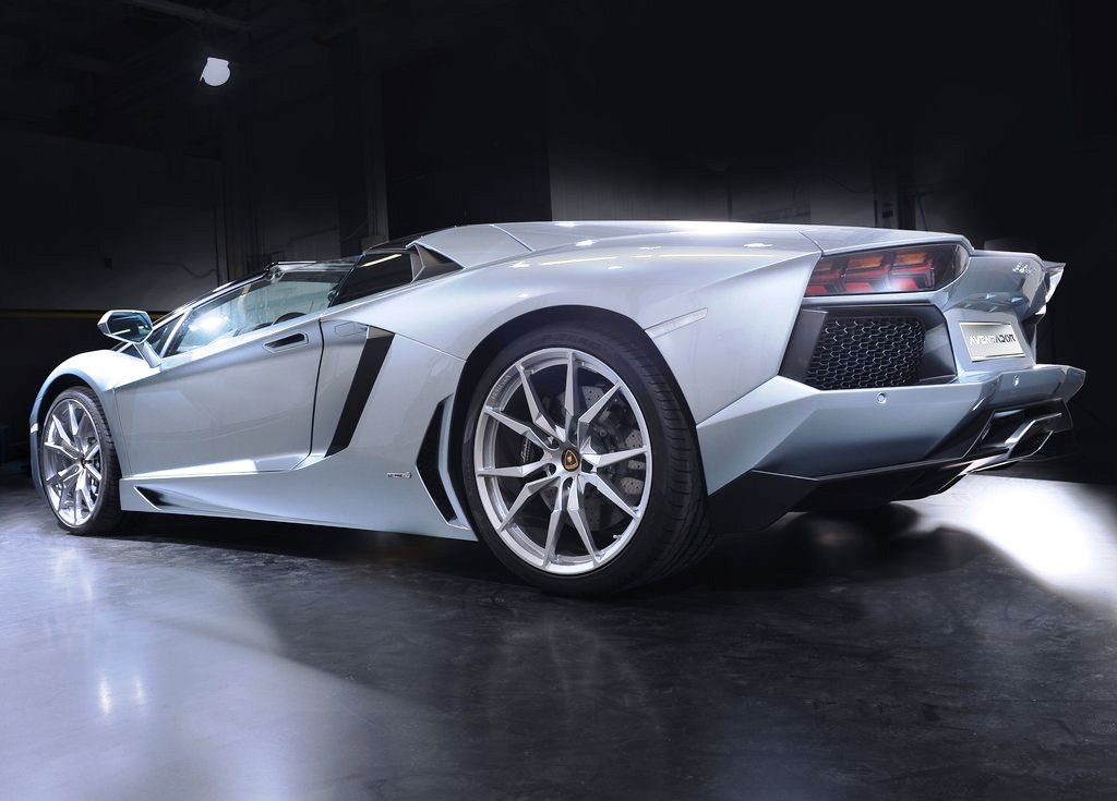 2014 Lamborghini Aventador LP700 4 Roadster Rear Angle (View 3 of 5)