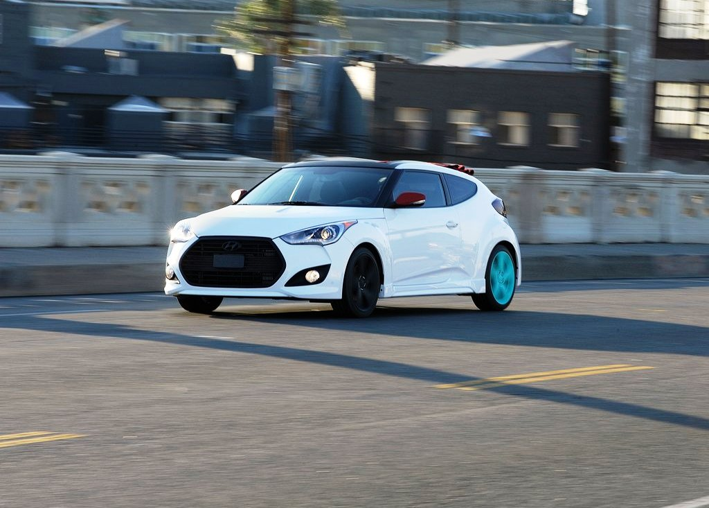 2012 Hyundai Veloster C3 Front Angle (Photo 2 of 6)
