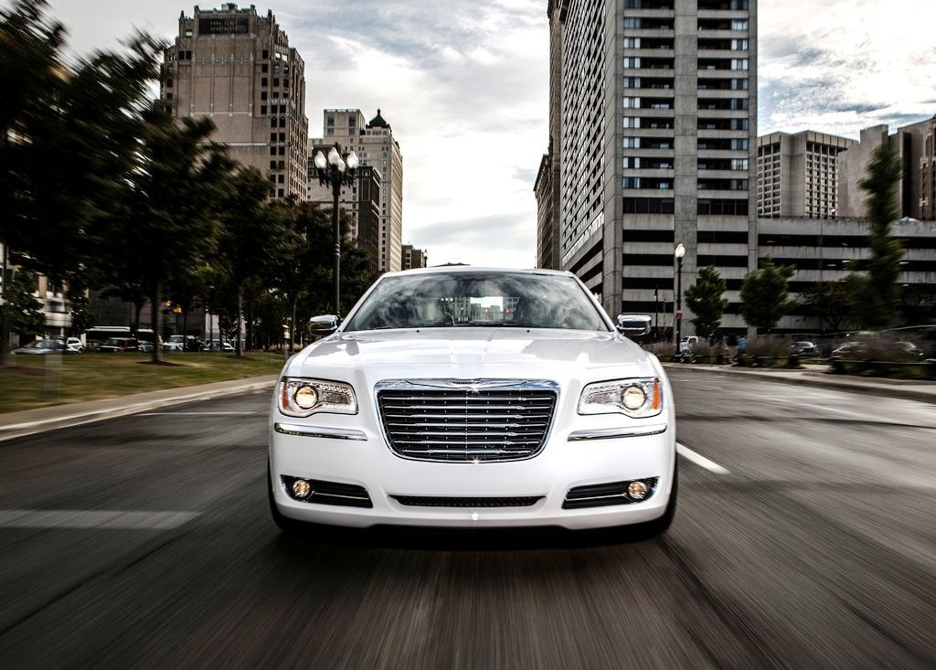 2013 Chrysler 300 Motown Front View (View 2 of 7)