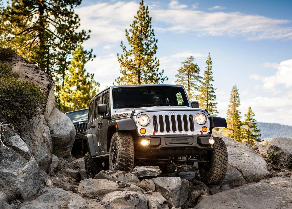 2013 Jeep Wrangler Rubicon Front (Photo 3 of 7)
