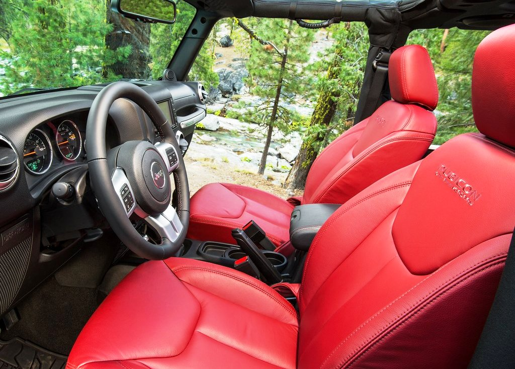 2013 Jeep Wrangler Rubicon Interior (Photo 5 of 7)